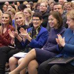 Sophia Thomalla feiert mit Angela Merkel 100 Jahre Frauenwahlrecht